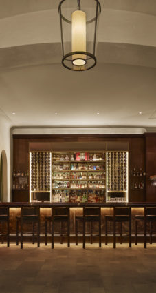 Refinery Hotel - winnies bar